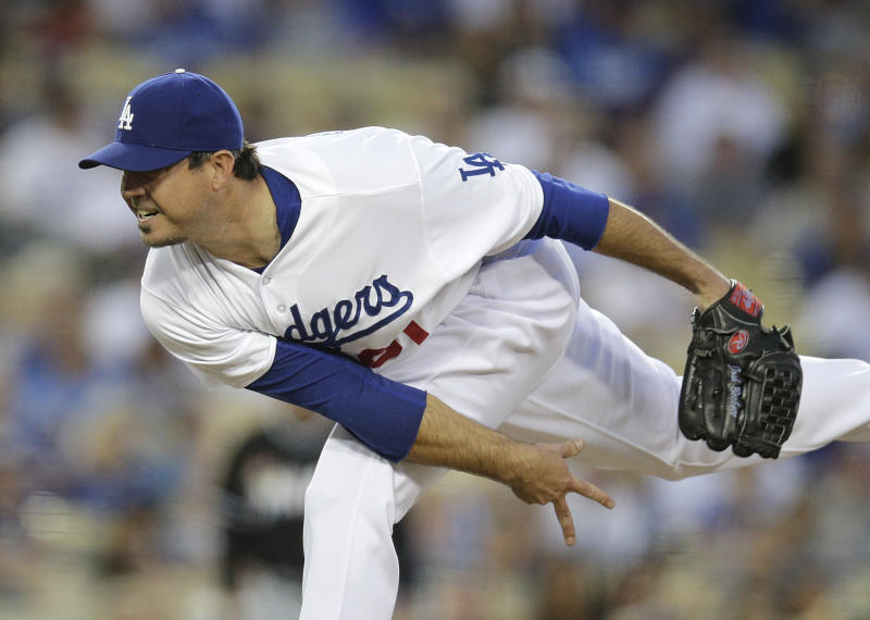 Beckett's 1st win since 2012, Dodgers beat Marlins