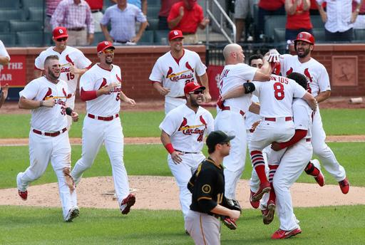 Cardinals beat Pirates 1-0, open 2 1/2-game lead