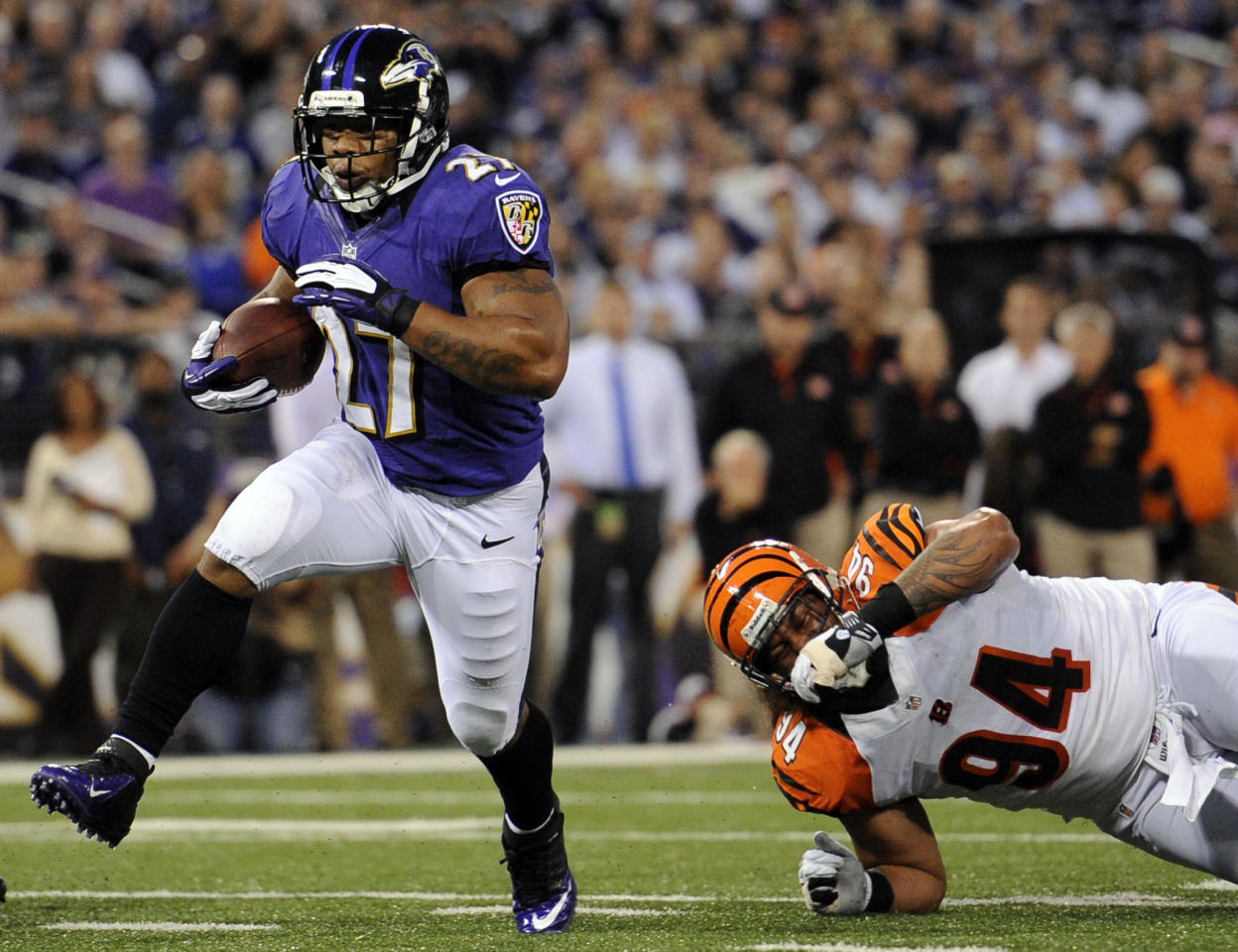 Baltimore Ravens running back Ray Rice, left, rushes past Cincinnati Bengals defensive tackle Domata Peko for a touchdown in the first half of an NFL football game in Baltimore, Monday, Sept. 10, 2012. (AP Photo/Nick Wass)