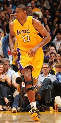 Future looks bright for Bynum, Lakers