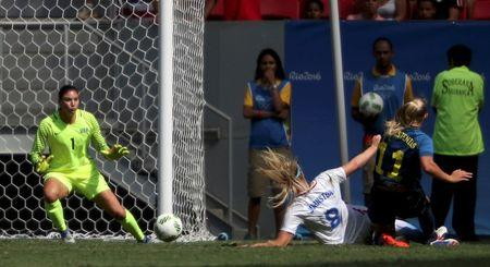 2016 Rio Olympics - Soccer - Quarterfinal - Women's Football Tournament Quarterfinal - Mane Garrincha Stadium - Brasilia, Brazil - 12/08/2016.  Stina Blackstenius (SWE) of Sweden (R) scores a goal past goalie Hope Solo (USA) of USA as Julie Johnston (USA) of USA (8) tries to defend. REUTERS/Ueslei Marcelino