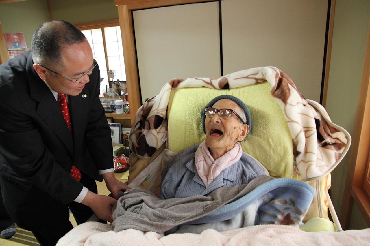 KYOTANGO, JAPAN - APRIL 19:  In this handout image provided by Kyotango City government, the world's oldest person Jiroemon Kimura is celebrated by Kyotango City Mayor Yasushi Nakayama as he celebrates his 116th birthday at his home on April 19, 2013 in Kyotango, Kyoto, Japan. Kimura was born in 1897, has 7 children, 14 grandchildren, 25 great-grandchildren and 14 great-great-grandchildren.  (Photo by Kyotango City Government via Getty Images)