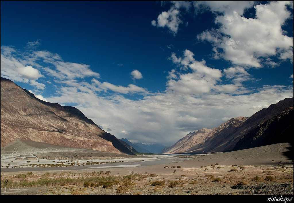 Azure skies smile down upon the tri-armed Nubra Valley. Turtuk is approximately 90 km from Diskit, the main town of the valley. The Shayok River cuts through it.