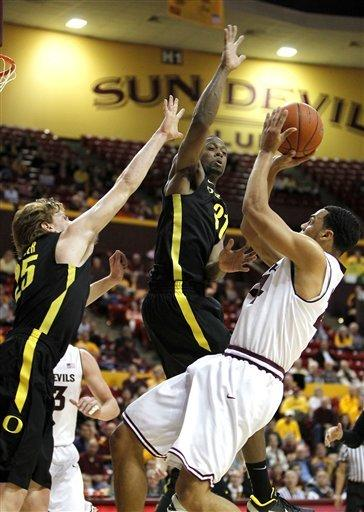 Sim, Ducks hold off Arizona for rare desert sweep