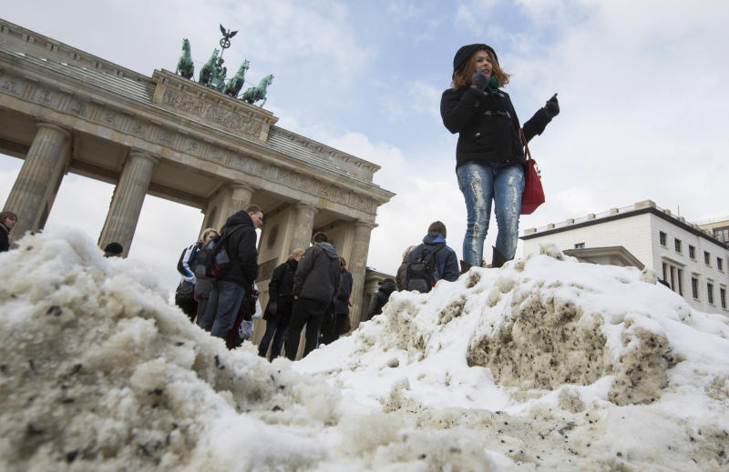 Snow ties up European planes, trains, roads