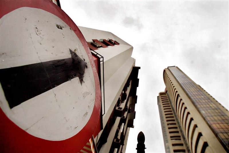 A road sign stands next to the Bombay Stock Exchange building.