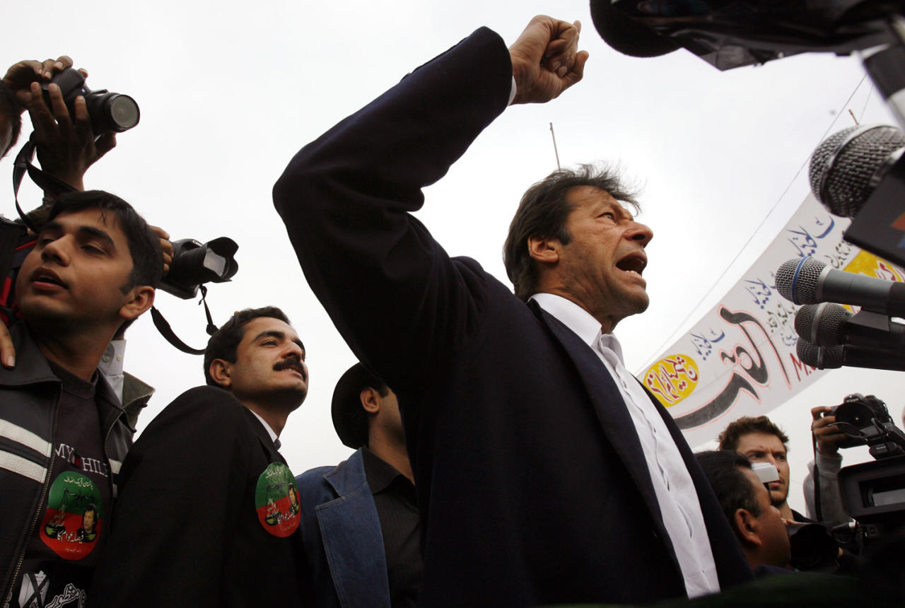 LAHORE, PAKISTAN - FEBRUARY 16:  Imran Khan, member of the APDM (All Parties Democratic Movement) and leader of Pakistan Tehreek-e-Insaf (Movement for Justice), speaks at a rally held in favour of boycotting Monday's national elections on February 16, 2008 in Lahore, Pakistan. Pakistani national elections will take place next week after months of political and civil turmoil. (Photo Warrick Page/Getty Images)