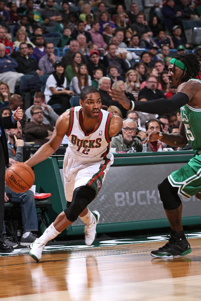 Bobcats get Ridnour, Neal from Bucks for 2 players
