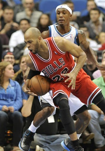 Shved's 3-pointers help Wolves beat Bulls, 82-75