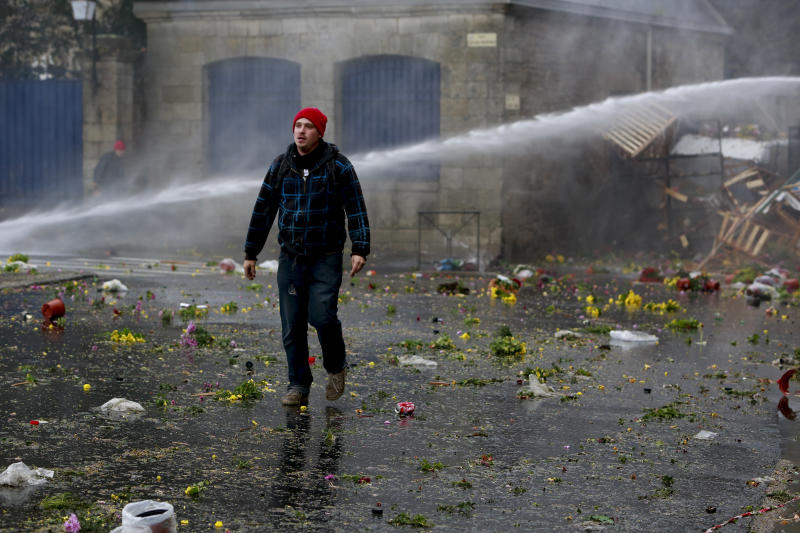 Police skirmish with French protesters on road tax