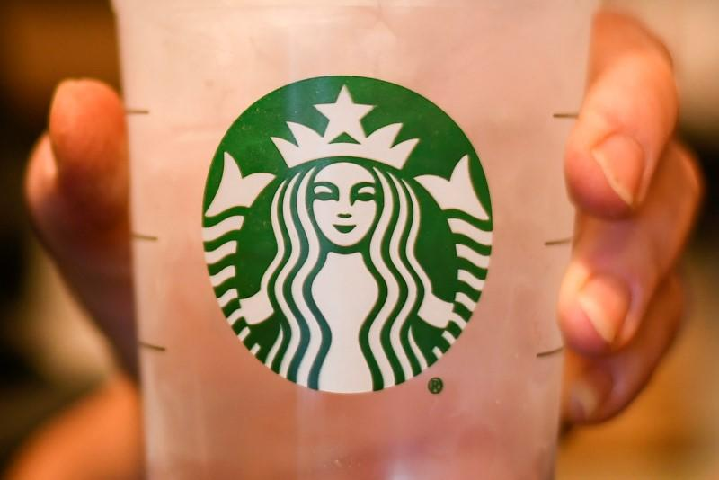 Starbucks meets 2Q profit forecasts