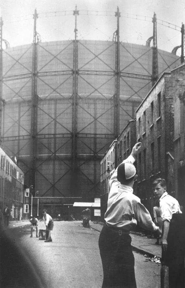 17 AUG 1953:  CHILDREN PLAYING CRICKET IN A BACK-STREET NEAR THE KENNINGTON OVAL WITH THE LANDMARK GASOMETER IN THE BACKGROUND DURING THE FIFTH TEST MATCH. Mandatory Credit: Allsport Hulton/Archive