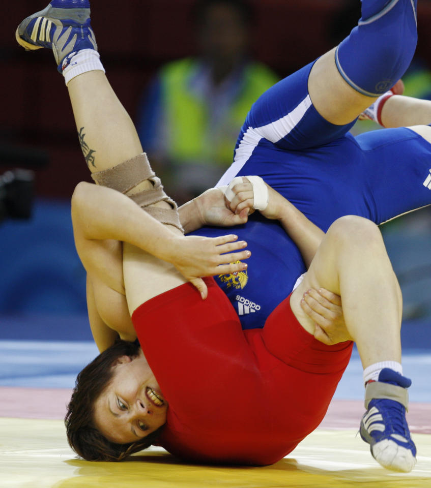 Alena Kartashova, of Russia, in blue, wrestles against Elina Vaseva, of Bulgaria, in red, at a match of 63kg women's freestyle wrestling competition of the Beijing 2008 Olympics in Beijing, Sunday, Aug. 17, 2008.  (AP Photo/Saurabh Das )