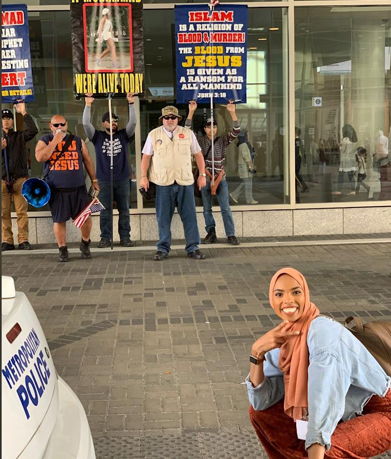 Viral News News And Photos: Muslim Woman Talks About Viral Photo In Front Of Anti