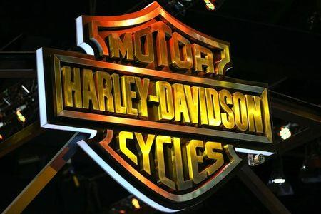 Harley-Davidson keeps 2017 forecast unchanged, shares fall
