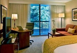 Scenic Park Ridge Marriott Hotel Helps Savvy Travelers Take Care of Business