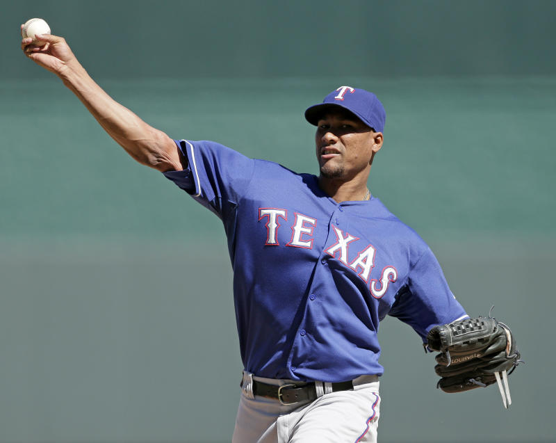 Maxwell's slam in 10th lifts Royals over Rangers