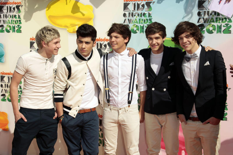 One Direction's 2nd CD hits No. 1, sells 540,000