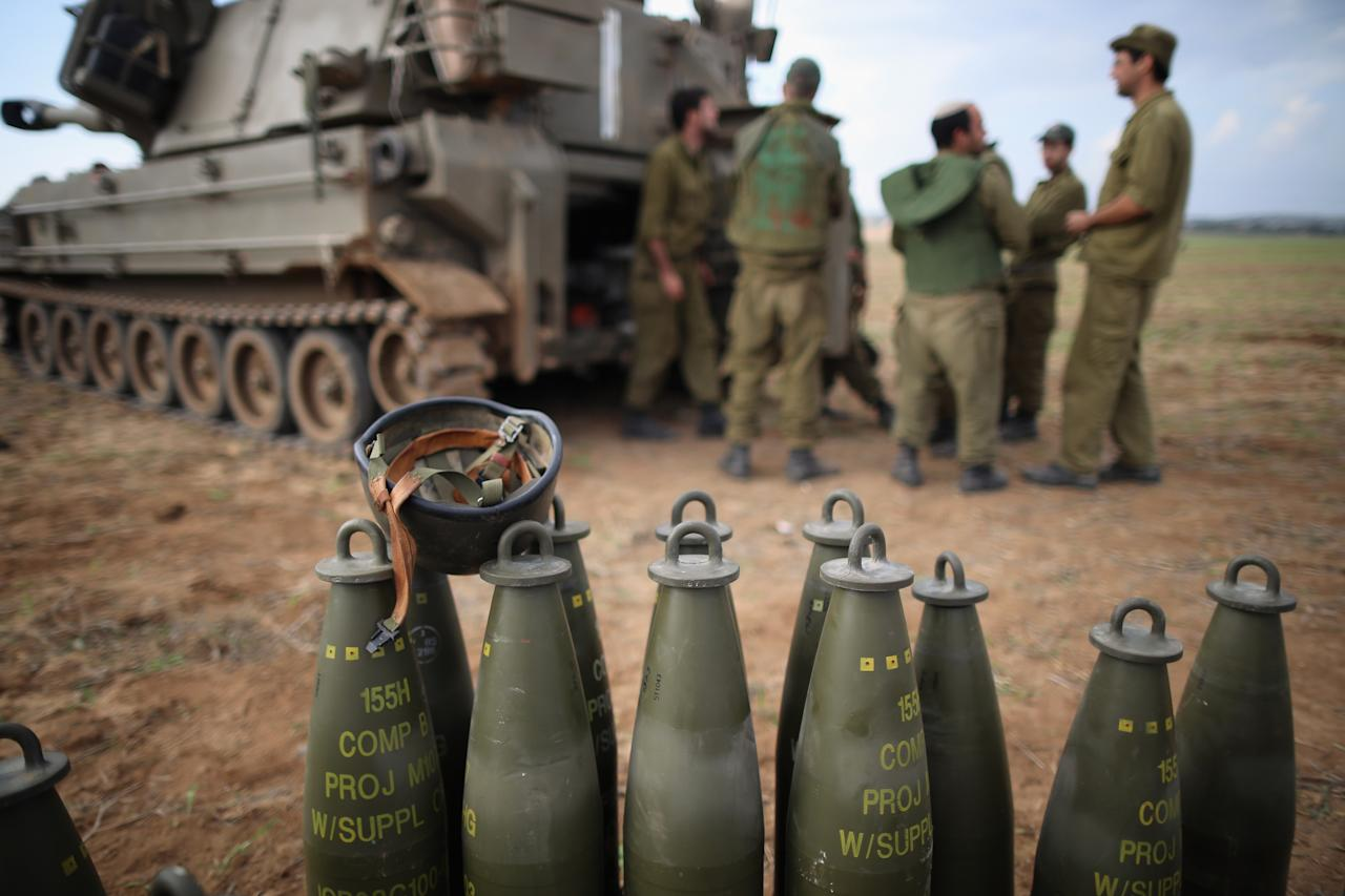 UNSPECIFIED, ISRAEL - NOVEMBER 19:  Israeli soldiers prepare an artillery emplacement overlooking Gaza on November 19, 2012 on Israel's border with the Gaza Strip. The death toll has risen to at least 85 killed in the air strikes, according to hospital officials, on day six since the launch of operation 'Pillar of Defence.'  (Photo by Christopher Furlong/Getty Images)