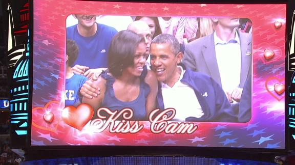 President Barack Obama gets a chance to kiss the first lady and totally blows the opportunity.