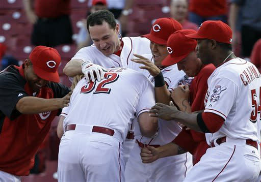Bruce leads Reds to 1-0, 11-2 wins over Phillies
