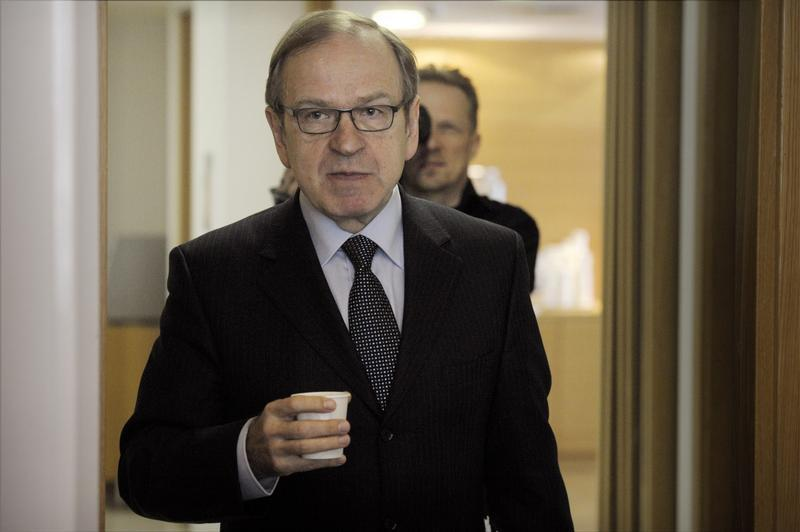 Bank of Finland Governor Liikanen arrives for a press briefing on the release of the latest issue of the Euro & talous journal in Helsinki