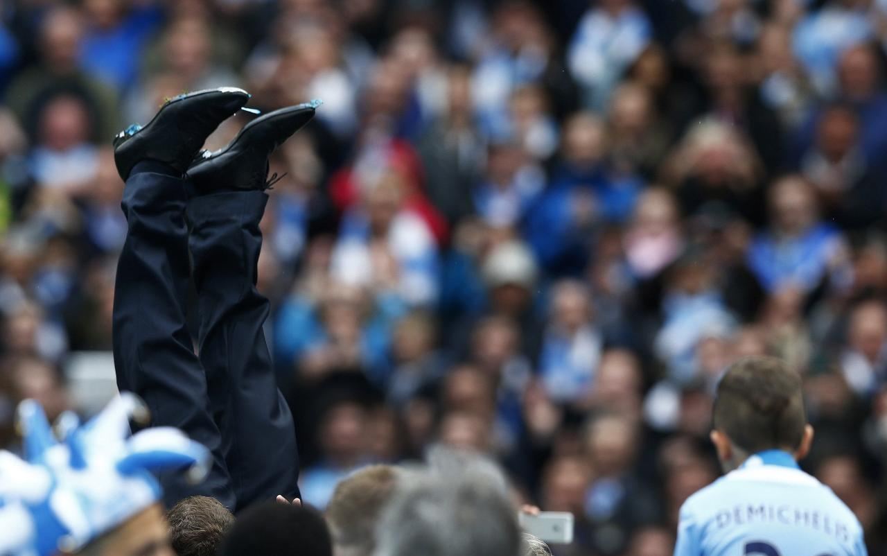 "Manchester City's manager Manuel Pellegrini is thrown into the air by his team as they celebrate winning the English Premier League trophy following their soccer match against West Ham United at the Etihad Stadium in Manchester, northern England May 11, 2014. REUTERS/Darren Staples (BRITAIN - Tags: SPORT SOCCER) FOR EDITORIAL USE ONLY. NOT FOR SALE FOR MARKETING OR ADVERTISING CAMPAIGNS. NO USE WITH UNAUTHORIZED AUDIO, VIDEO, DATA, FIXTURE LISTS, CLUB/LEAGUE LOGOS OR ""LIVE"" SERVICES. ONLINE IN-MATCH USE LIMITED TO 45 IMAGES, NO VIDEO EMULATION. NO USE IN BETTING, GAMES OR SINGLE CLUB/LEAGUE/PLAYER PUBLICATIONS"