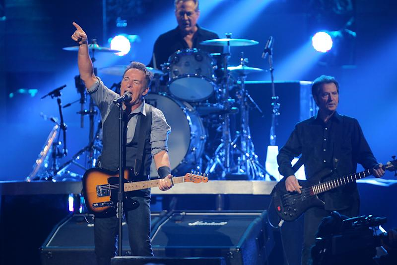 Sandy concert offers NJ respite as well as relief