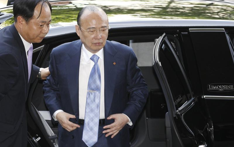 Hanwha Group Chairman Kim Seung-youn arrives at the Seoul Western District Court in Seoul
