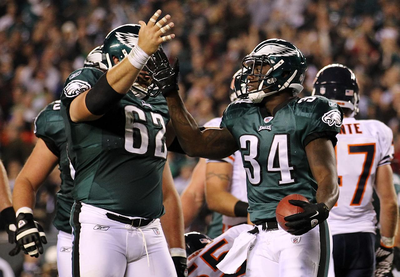 PHILADELPHIA, PA - NOVEMBER 07:  Ronnie Brown #34 of the Philadelphia Eagles celebrates his touchdown against the Chicago Bears with teammate  Jason Kelce #62 during the third quarter of the game at Lincoln Financial Field on November 7, 2011 in Philadelphia, Pennsylvania.  (Photo by Nick Laham/Getty Images)