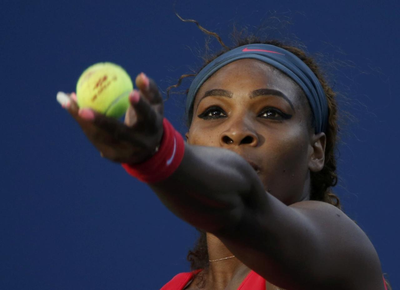 Serena Williams of the U.S. serves to Victoria Azarenka of Belarus during their women's singles final match at the U.S. Open tennis championships in New York September 8, 2013. REUTERS/Mike Segar (UNITED STATES - Tags: SPORT TENNIS)