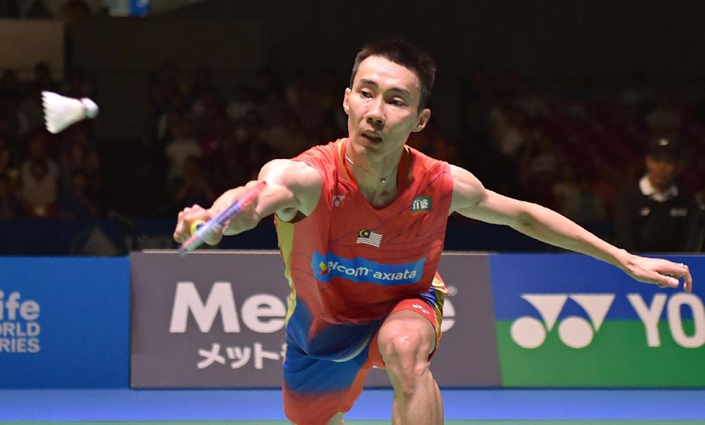 Lee Chong Wei of Malaysia beat Denmark's Jan O Jorgensen 21-18, 15-21, 21-16 to win the Japan Open badminton tournament in Tokyo on September 25, 2016 (AFP Photo/Kazuhiro Nogi)