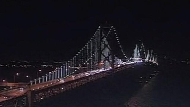 San Francisco debuts the world's largest light sculpture made of 25,000 LED lights.