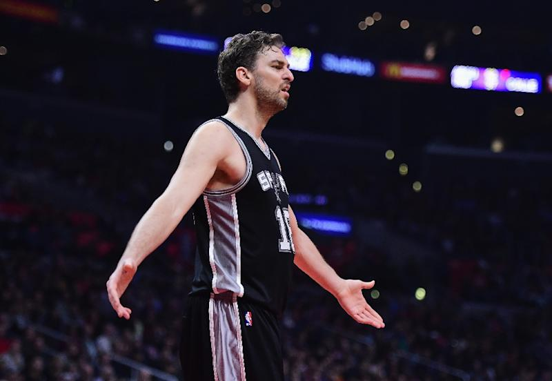 Pau Gasol suffers broken hand during pregame warmups