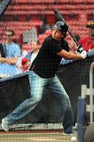 Phil Mickelson takes batting practice before Yankees-Red Sox game