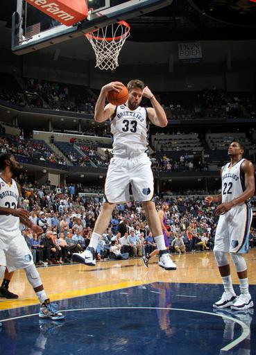 Gay scores 32, Grizzlies top Suns for 4th straight