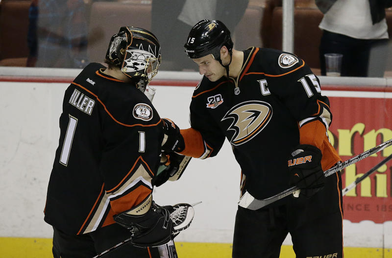Ducks rout Sharks 6-3 for 11th win in 12 games