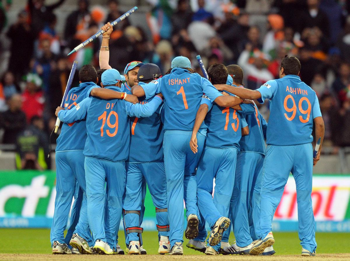 Indian players celebrate winning the 2013 ICC Champions Trophy Final cricket match between England and India at Edgbaston in Birmingham, central England on 23, June 2013.  India won by five runs.   AFP PHOTO/PAUL ELLIS
