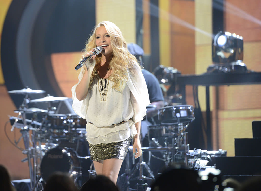"""Janelle Arthur performs """"Dumb Blonde"""" on the Wednesday, April 17 episode of """"American Idol."""""""
