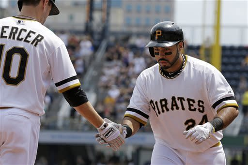 Snider's single in 11th lifts Pirates over Reds