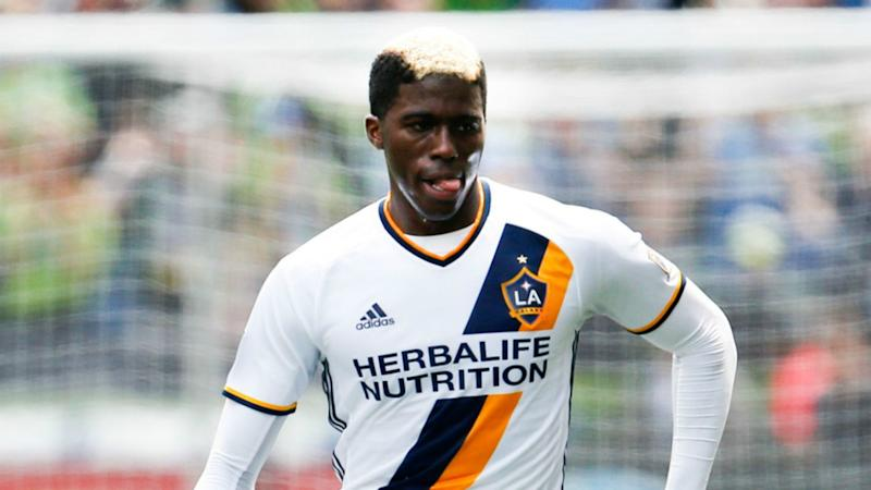LA Galaxy's Zardes out for regular season with broken foot