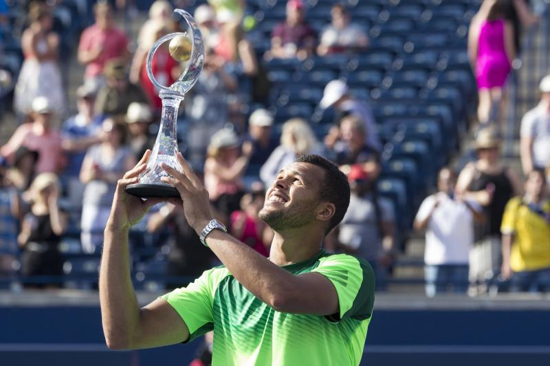 Tsonga beats Federer in Toronto final
