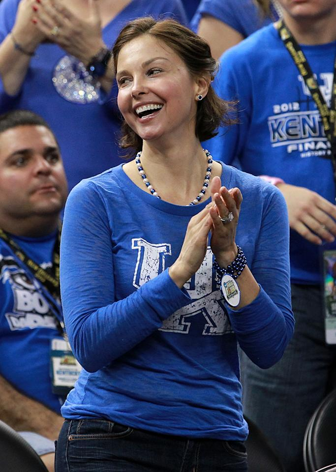 Ashley Judd cheers on her alma mater the Kentucky Wildcats before the Wildcats take on the Louisville Cardinals during the National Semifinal game of the 2012 NCAA Division I Men's Basketball Championship at the Mercedes-Benz Superdome on March 31, 2012 in New Orleans, Louisiana.  (Photo by Ronald Martinez/Getty Images)