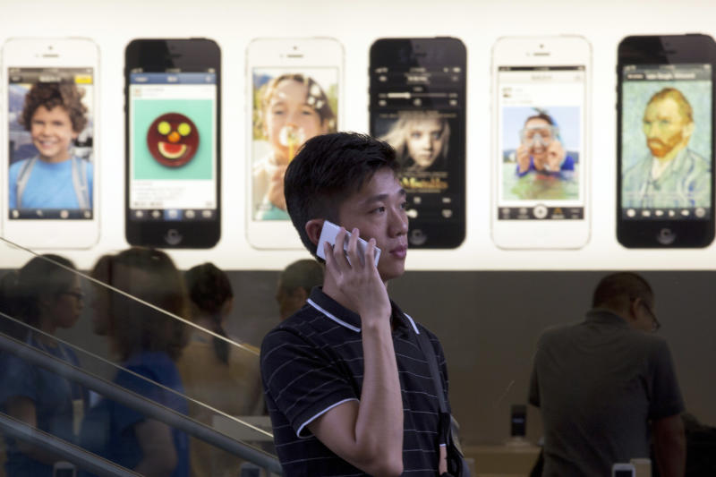 iPhone faces challenge in crowded Chinese market