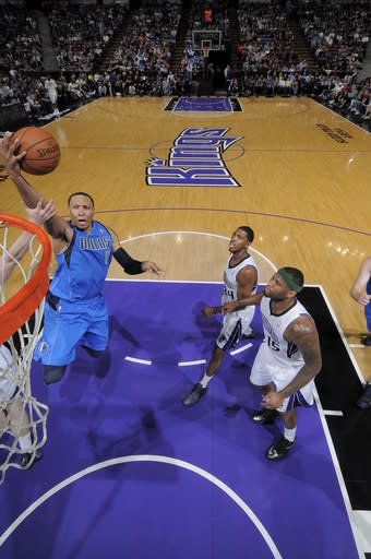 Mavs beat Kings 117-108 to snap two-game skid