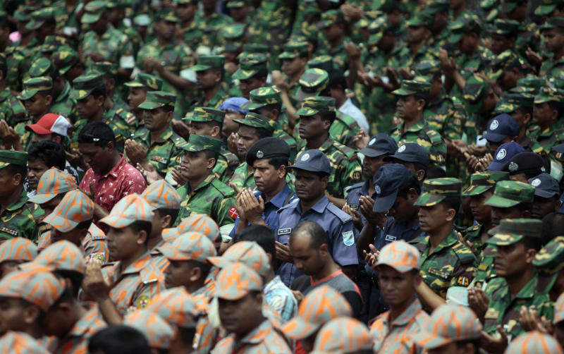 Bangladesh honors the dead from building collapse