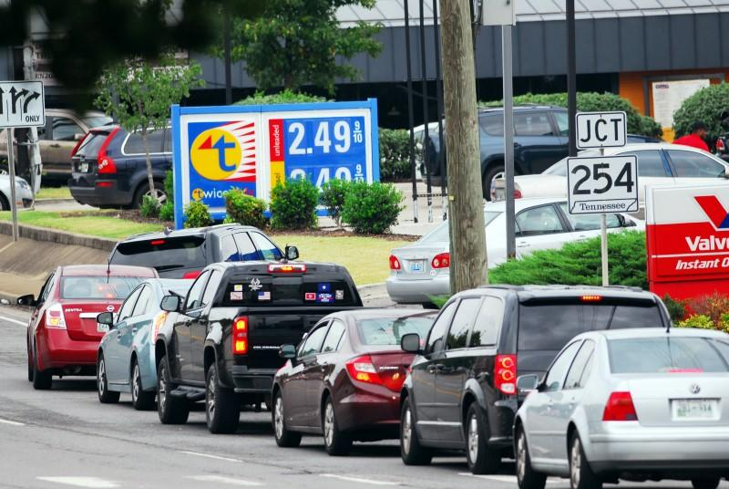 how gasoline prices work The cost of gasoline in houston and across the country fell slightly even as refiners transition to more expensive summer fuel blends, which typically drive up prices.