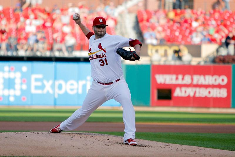 Lynn, Peralta lead Cardinals to sweep of Reds