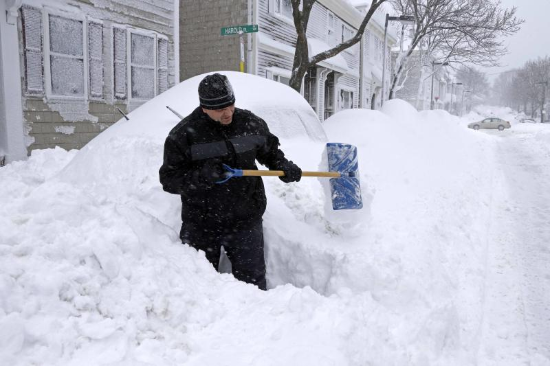 Northeast begins digging out after snowstorm