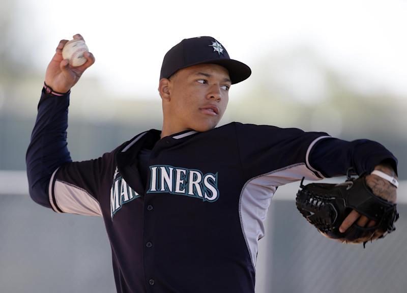 Seattle places rotation hope in Paxton, Walker